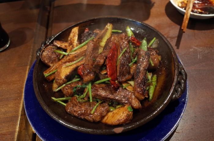 和牛とマコモ茸の香菜野菜強火炒め ナポレオンフィッシュ
