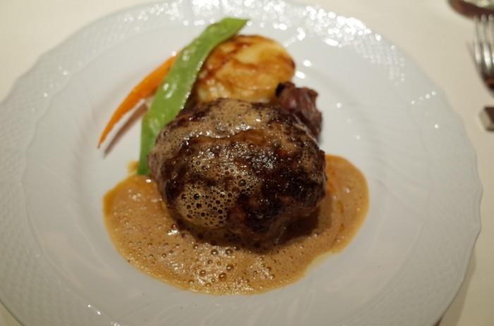 熟成肉のハンバーグステーキ|カルネヤサノマンズ