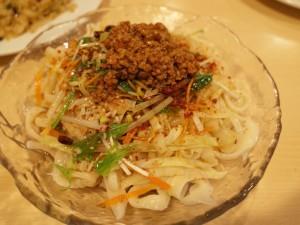 山西省の特産黒酢が利いたツルモチ超本格刀削麺