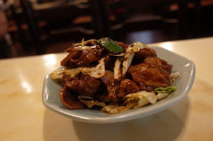 奥神楽坂の名店で回鍋肉をおかずに炒飯をいただく