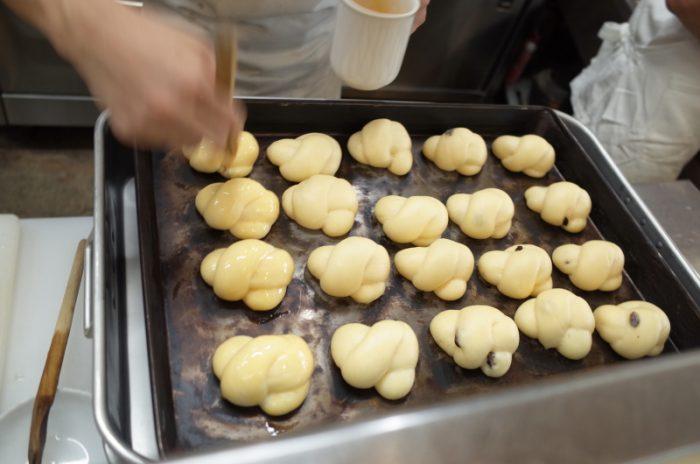 昼のランチはパンまで焼き立て!