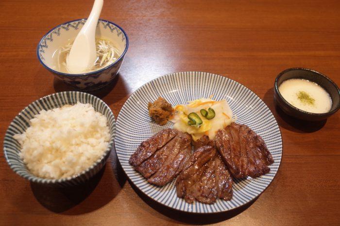 3日3晩熟成された厚切り牛タン定食