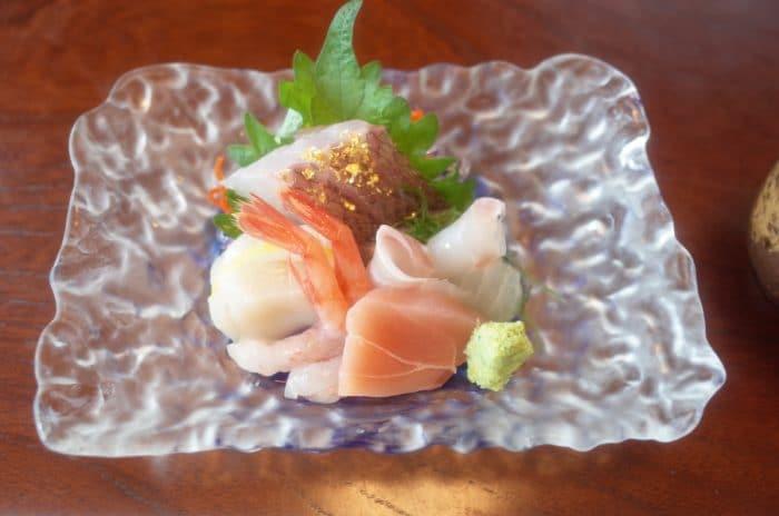 魚は専門店に限る!鯛の土鍋ご飯